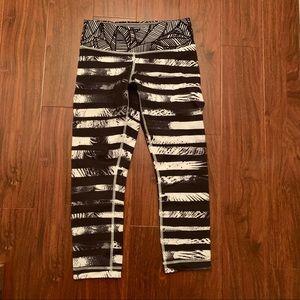 Lululemon black & white stripe crop legging, sz 4